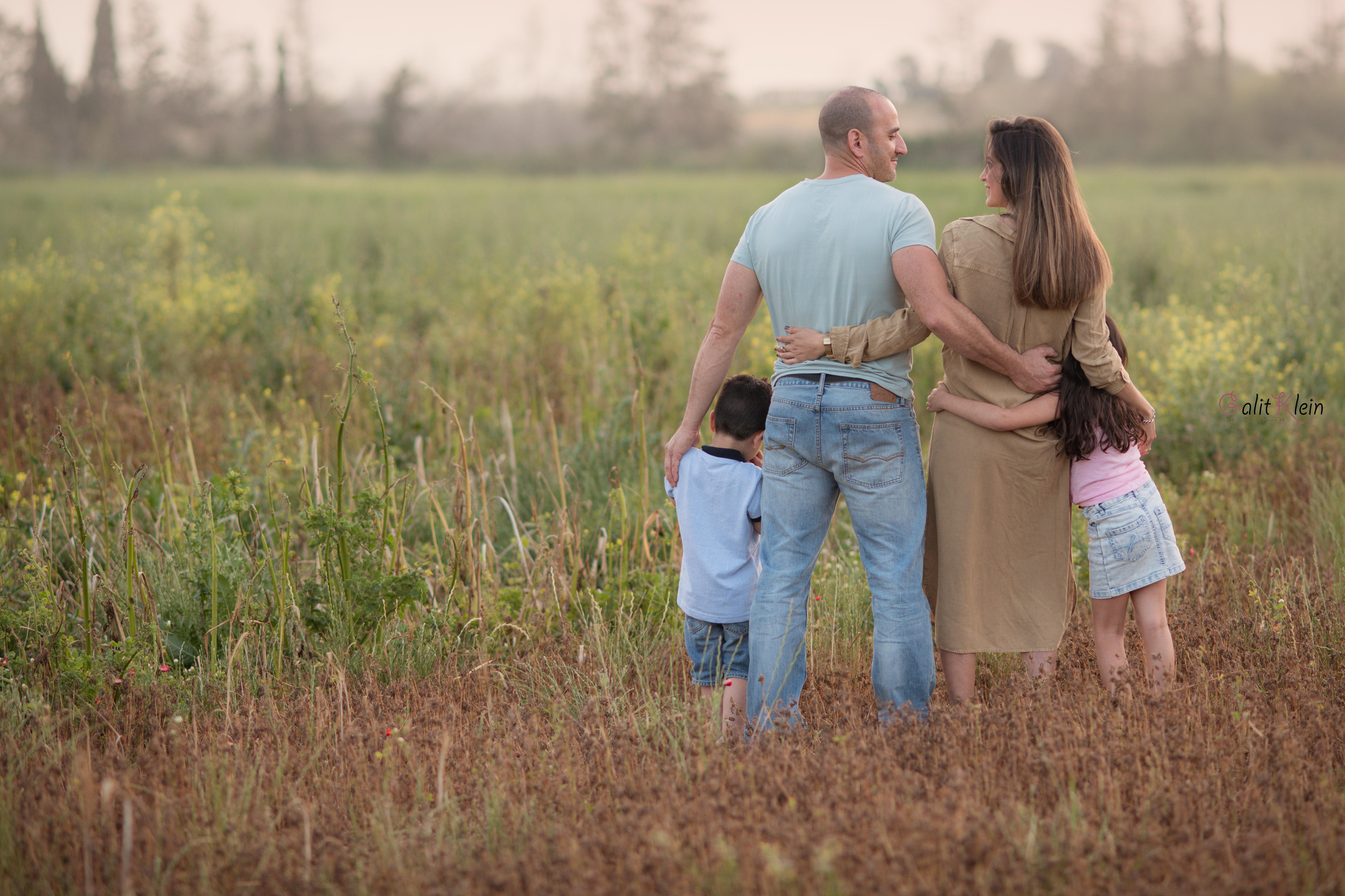 צילומי הריון משפחה בטבע