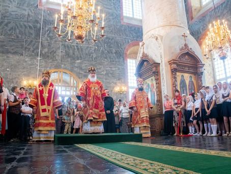 В верхнем храме Успенского собора Астрахани отслужили детскую Божественную литургию