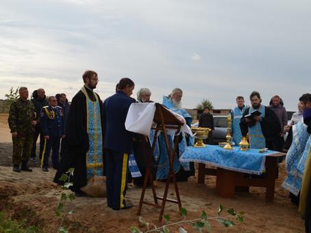 В с. Чёрный Яр состоялось освящение и закладка камня на месте строительства часовни