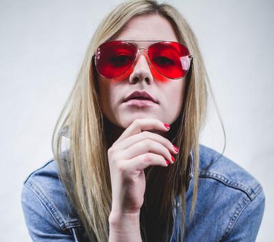 Confira as tendências de óculos de sol para este verão.