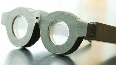 Óculos inteligentes têm 'lentes líquidas' para fazer foco automático.