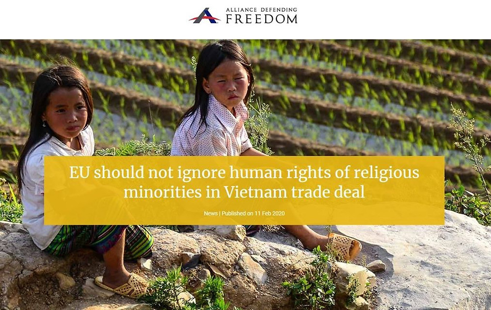 """Bài bình luận với tựa đề: """"EU không nên bỏ qua quyền con người của các nhóm tôn giáo thiểu số trong giao dịch thương mại với Việt Nam"""" đăng trên trang mạng của ADF. Tác giả là Tiến sĩ luật Kelsey Zorzi, Giám đốc chương trình vận động tư do tôn giáo quốc tế của ADF. Năm 2018, cô Kelsey được bầu chọn vào chức vụ Chủ tịch Ủy ban các Tổ chức Phi chính phủ Liên Hợp Quốc về Tự do Tôn giáo hoặc Niềm tin."""
