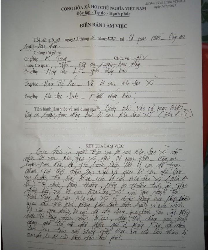 Biên bản giao người ghi rõ nghi can tội phá rừng Ma Seo Xì sức khỏe bình thường ổn định, thân thể không mang thương tích nào.