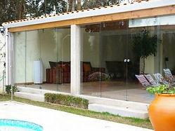 Proteccao de varanda em vidro fosco e suportes em inox