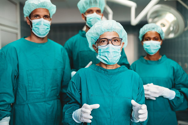 team-of-surgeons-in-the-operating-room-p