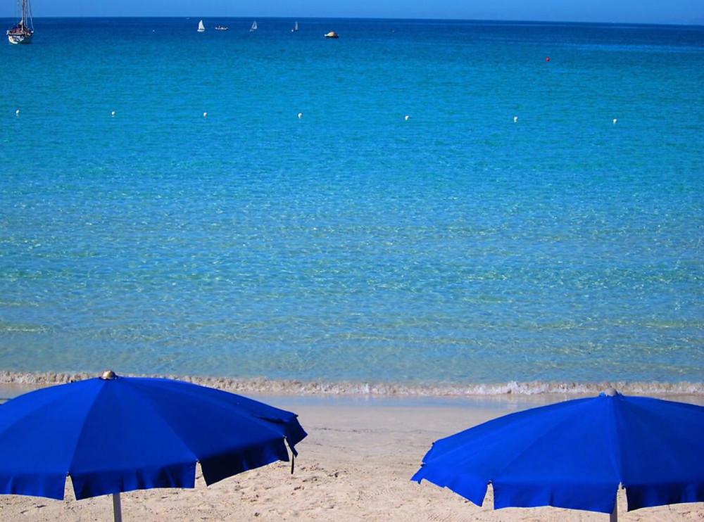 Mar e praia da Sardenha, Itália