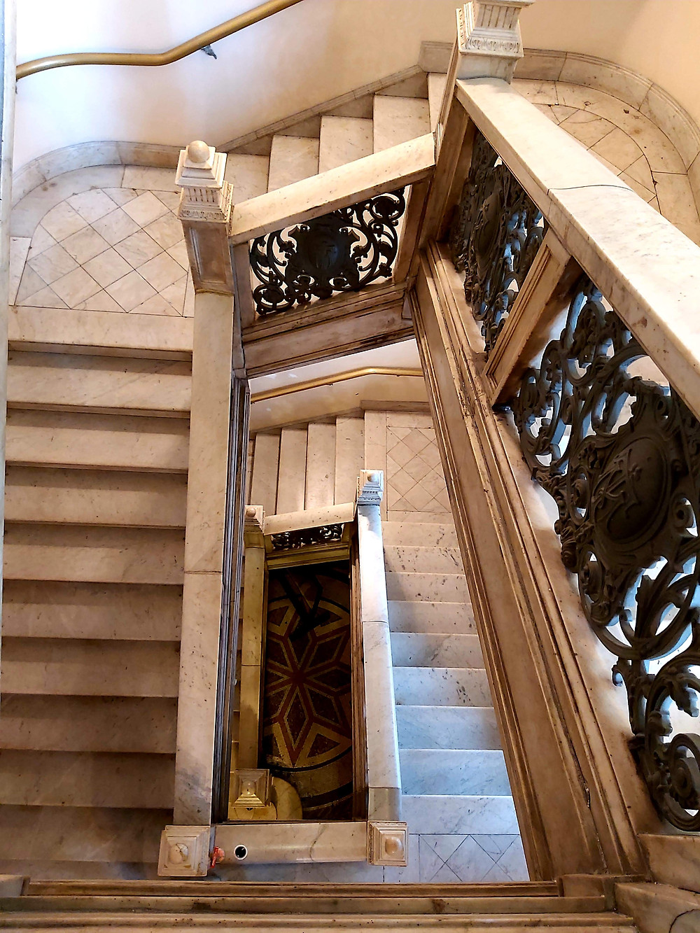 Escadas internas do Theatro Municipal RJ ( Guiga Soares)