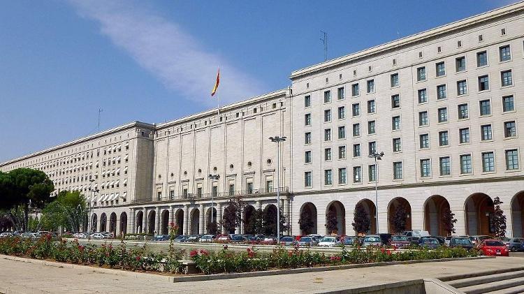 Fachada dos Novos Ministérios em Madrid