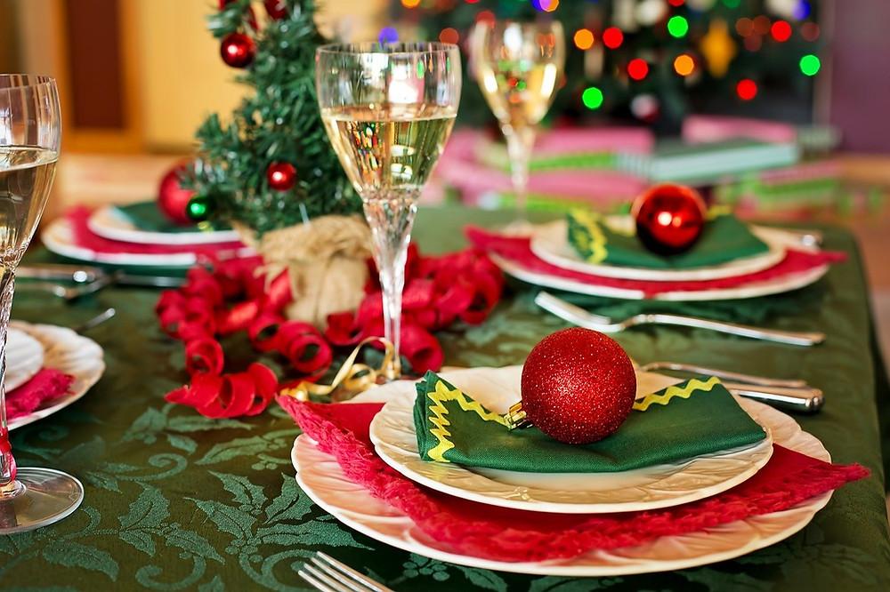 Mesa de ceia de Natal: minha mãe é craque (Foto: Pixabay)