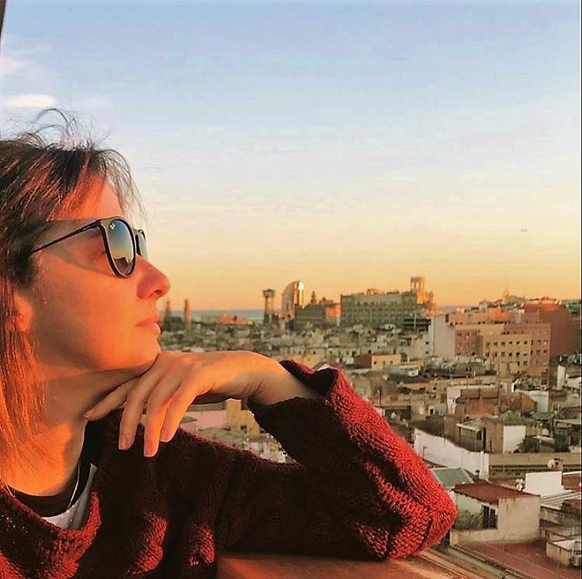 Isabella Ruas e Barcelona ao fundo
