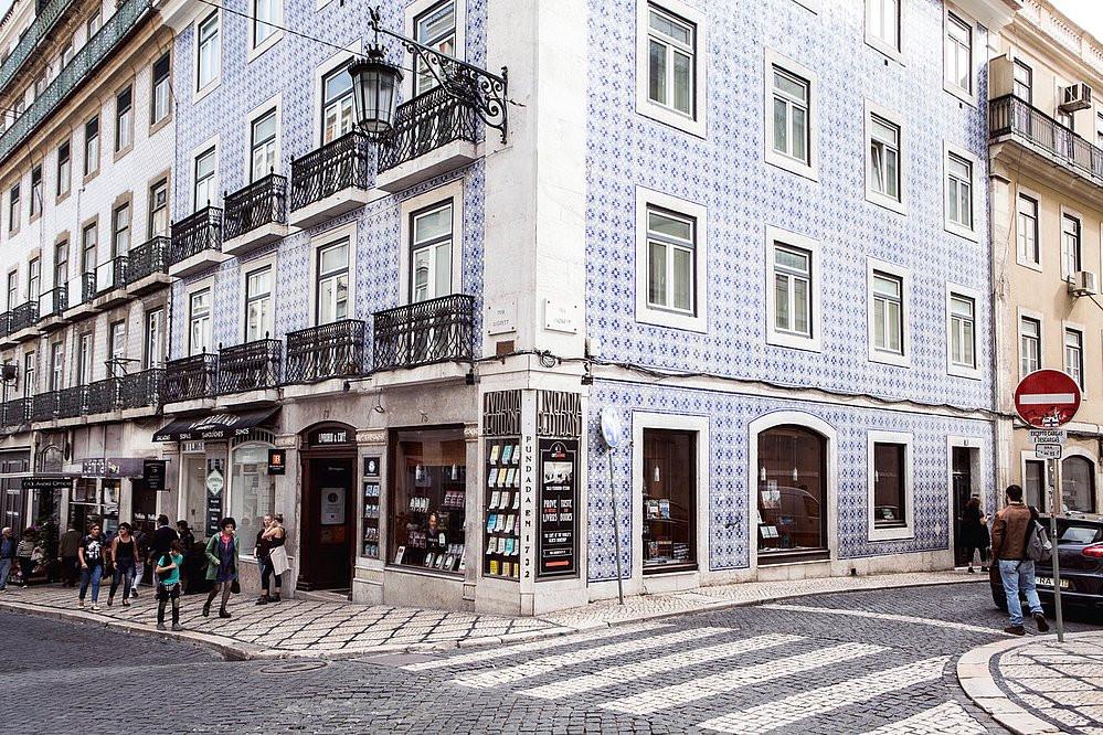 A esquina e a fachada da livraria fundada em 1732 ( Foto: Divulgação)