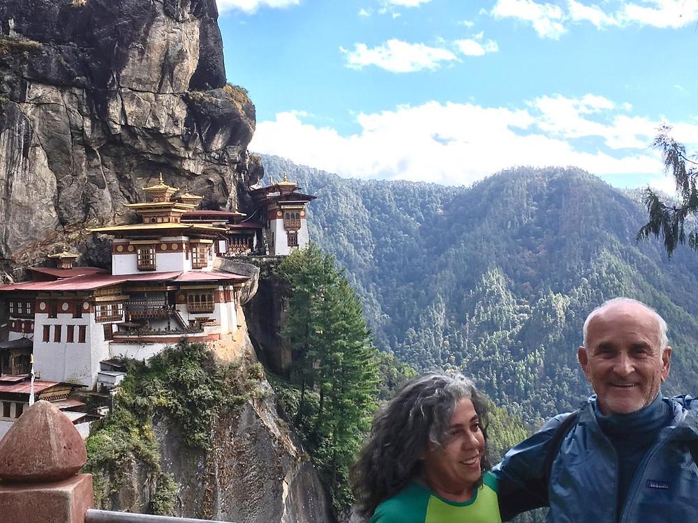 O monastério Taktsang Palphug em Thimphu, Butão