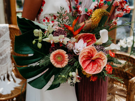 Behind the scenes: The Flowers & Cake - Tropicana Wedding