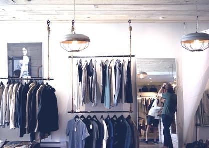agencement de boutique de vêtement