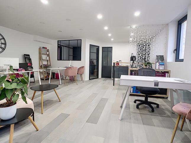 Rénovation d'une agence immobilière  à  Vannes
