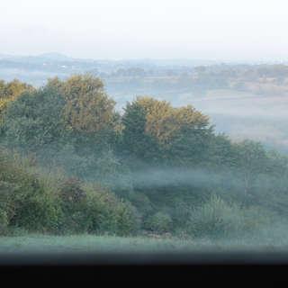 Vallée et fenêtre