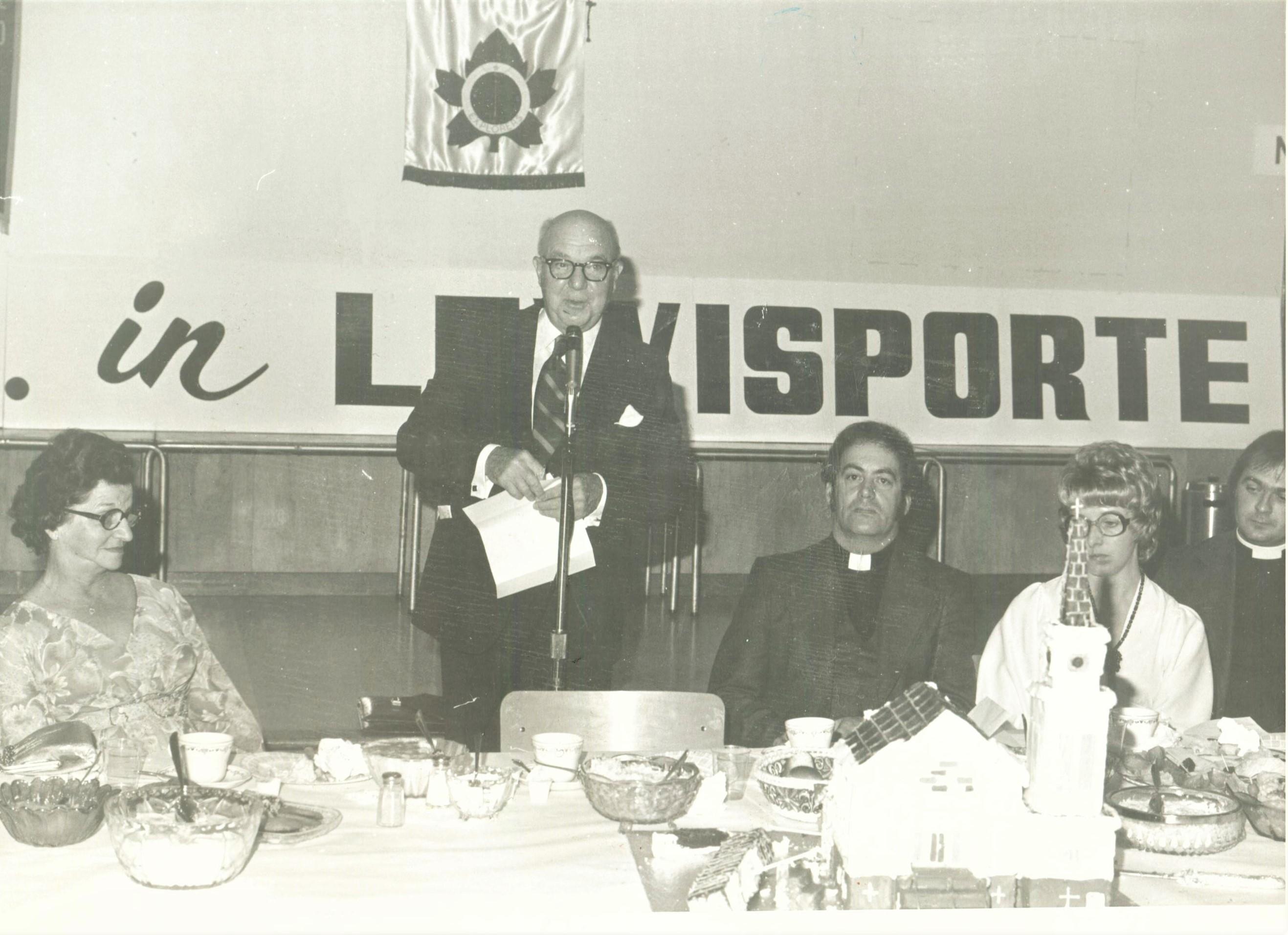 Senator Fred Rowe addresses 100th. year Banquet 001 (2)