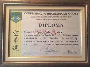 Aprovação_para_Primeiro_DAN_no_Karate.