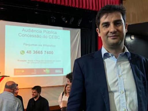 Vereador Meirinho destaca a utilização do Naming Rights no edital apresentado na Audiência Pública