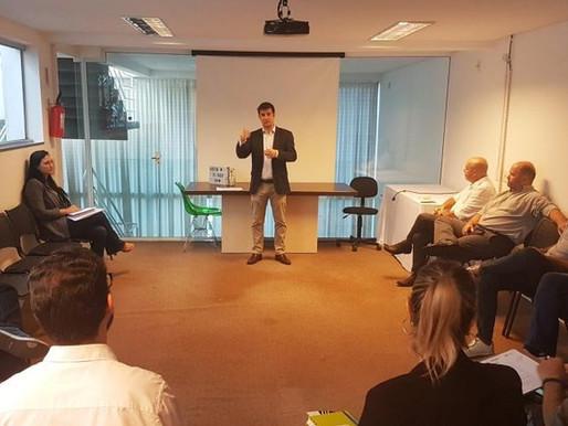 Vereador André Meirinho apresentou projeto de Cidades Inteligentes para a Acibalc