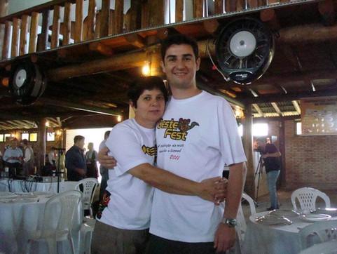 André_Meirinho_com_sua_mãe_Clarisse_Fu