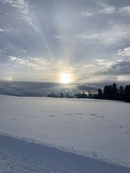 Deux bouts d'arc-en-ciel, le soleil qui perce au travers des nuages, cette récompense de fin de marche à couper le souffle.