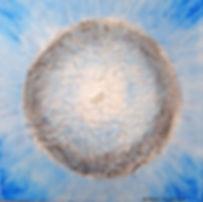 MEDITATION 30 x 30 Azurblau mit grau-weiß, Papier und Bergkristallstein - Azurblau - die Farbe des Himmels und der Meere - Entspannung und Naturnähe spiegeln sich in diesem Bild. Der Bergkristall führt in die eigene Mitte, das Zentrum unserer Seele.