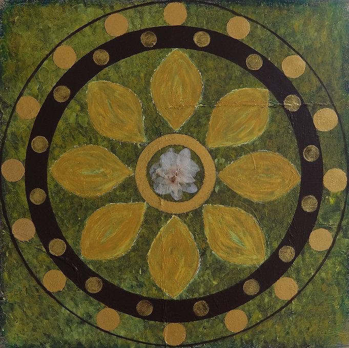 Orchidee 60 x 60 Naturtöne grün-ocker mit Goldelementen und getrockneten Orchideenblättchen-Orchideen sind schon seit Jahrhunderten, genau wie die Rose,ein Symbol der Liebe, Schönheit und Eleganz.