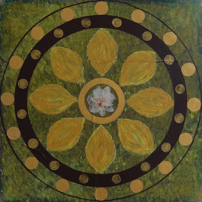 Orchidee 60 x 60 Naturtöne grün-ocker mit Goldelementen  und getrockneten Orchideenblättchen- Orchideen sind schon seit Jahrhunderten, genau wie die Rose,ein Symbol der Liebe, Schönheit und Eleganz.