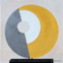SCHEIBE 70 x 70 grau-gelb-creme-goldfarben mit Graphitgestein - Sonnenhafte stehende Kreis-Geometrie