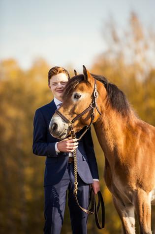 Konfirmantfotografering med hest, Stange