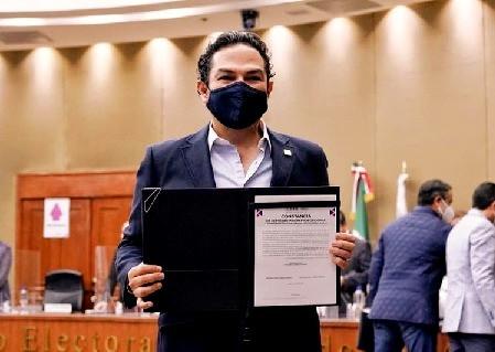 Enrique Vargas del Villar, recibe constancia como diputado local