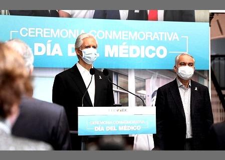 ¿Cuántos médicos han fallecido por causa del COVID-19, Alfredo del Mazo Maza?