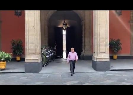 """Chumel Torres levanta polémica al llamar """"enano acomplejado"""" a López Obrador"""