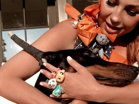 Thalía muestra fotos de perrita doberman…¡mutilada de sus orejas!
