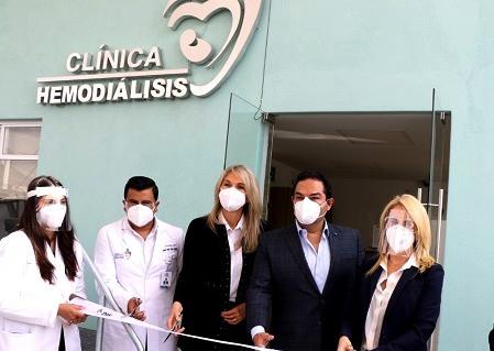 Enrique Vargas del Villar y Romina Contreras Carrasco, inauguran Clínica de Hemodiálisis