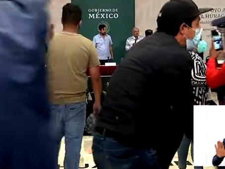 "Damnificados por el huracán ""Grace"", dan portazo en evento de López Obrador"