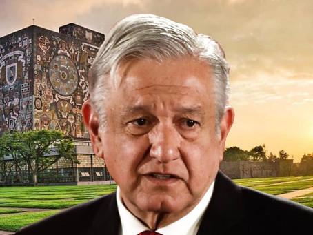 López Obrador, tardó 14 años en titularse de la UNAM