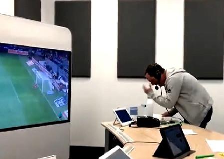 La celebración de Paco Villa en el gol del Cruz Azul…¡es de lo más emotivo!