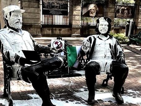 """Las esculturas de Fidel Castro y Ernesto """"Che"""" Guevara, quedaron bañadas de pintura blanca"""