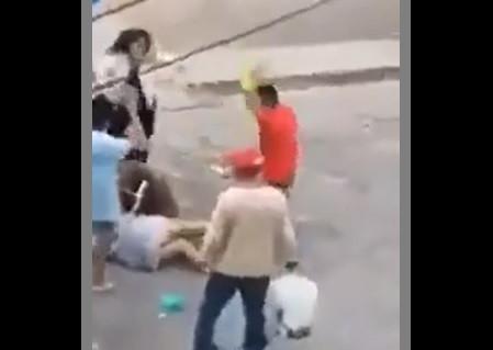 Momento en el que dos familias se machetean en Naucalpan