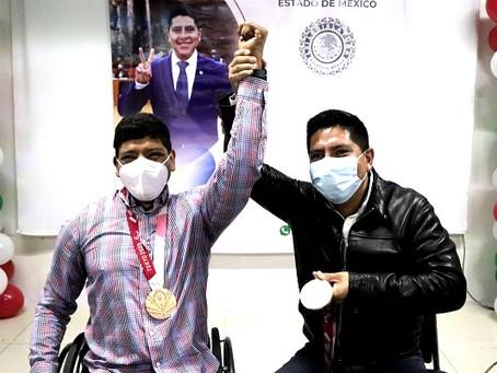 Paco Rojas reconoce al campeón paralímpico, Jesús Hernández Hernández