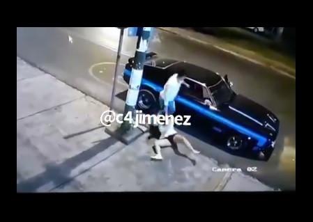 Cámaras de seguridad captan brutal golpiza a una mujer en Coapa