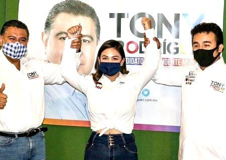 Candidato de Movimiento Ciudadano renuncia y se suma a Krishna Romero Velázquez