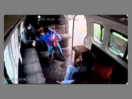 Chofer de combi es baleado en Naucalpan, al evitar asalto a la unidad