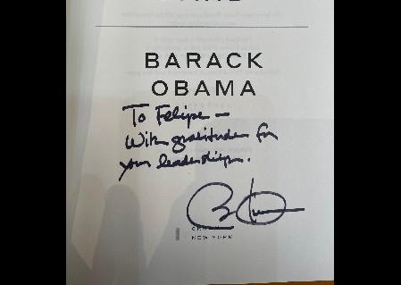 Barack Obama envía libro con dedicatoria a Felipe Calderón