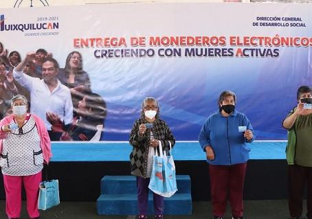 Huixquilucan entrega 3 mil 500 monederos electrónicos a mujeres