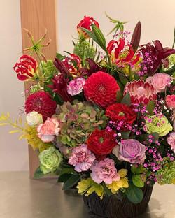 今週12日日曜日は「母の日」です。_日頃の感謝の気持ちをお花に託して、、、 12