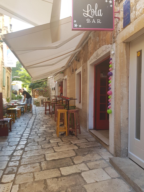 5 Lola Bar & Street Food