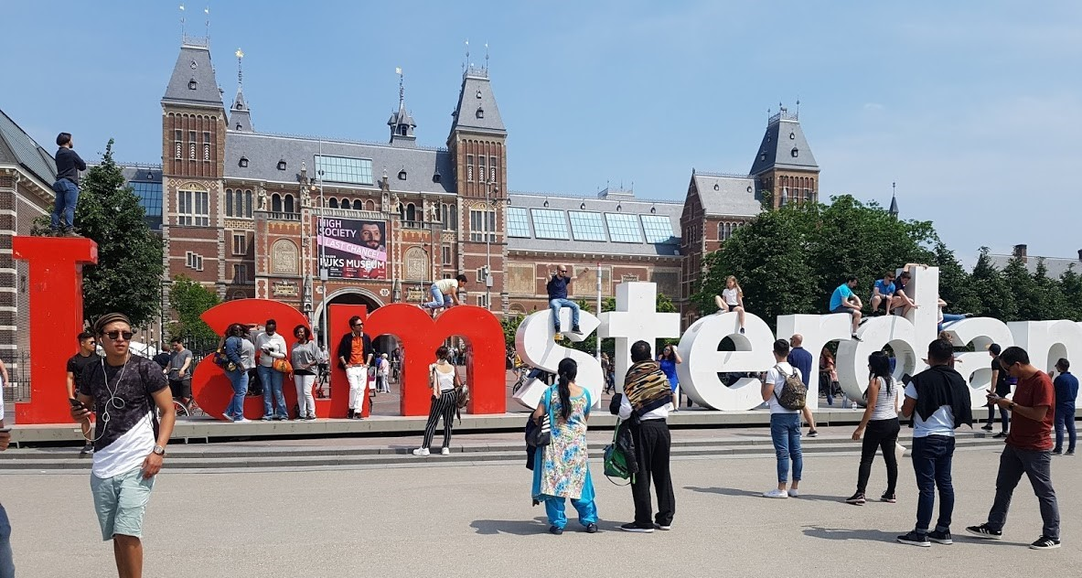 7 Museum Square (L'Amsterdam Sign)